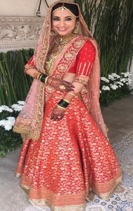 Bollywood Actress Urmila Matondkar Married Dress