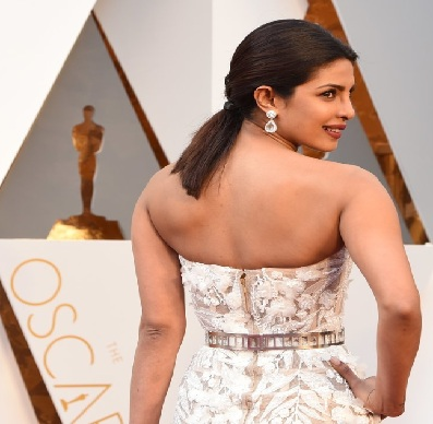 Priyanka Chopra Dresses Photos of Oscar 2016: PC's Updates From Oscars