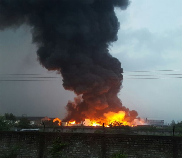 Heavy fire at yarn making factory in Surat